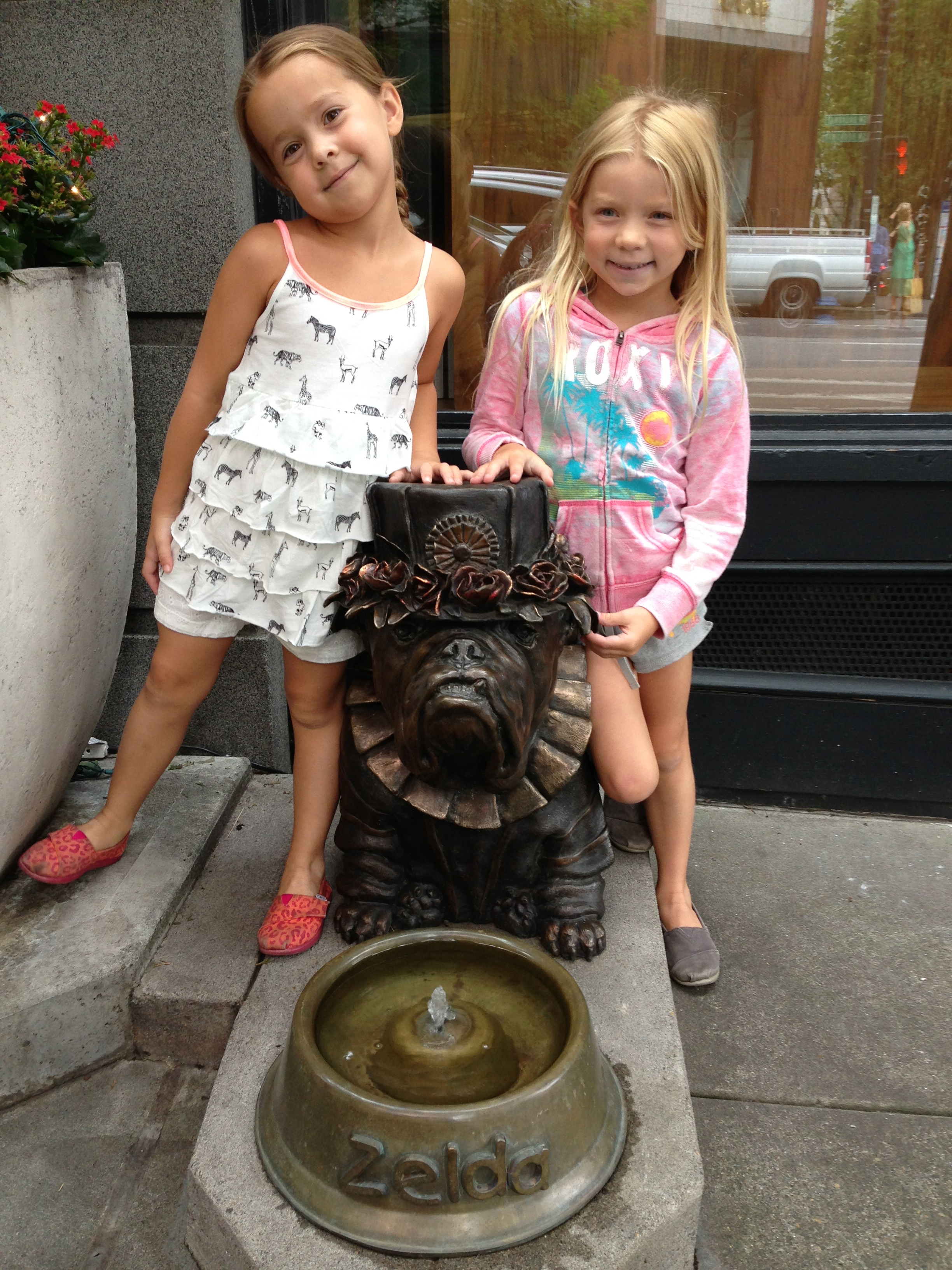 Portland, travel, family trip, traveling with kids, Pioneer Square, Oregon travel, Zelda the bulldog