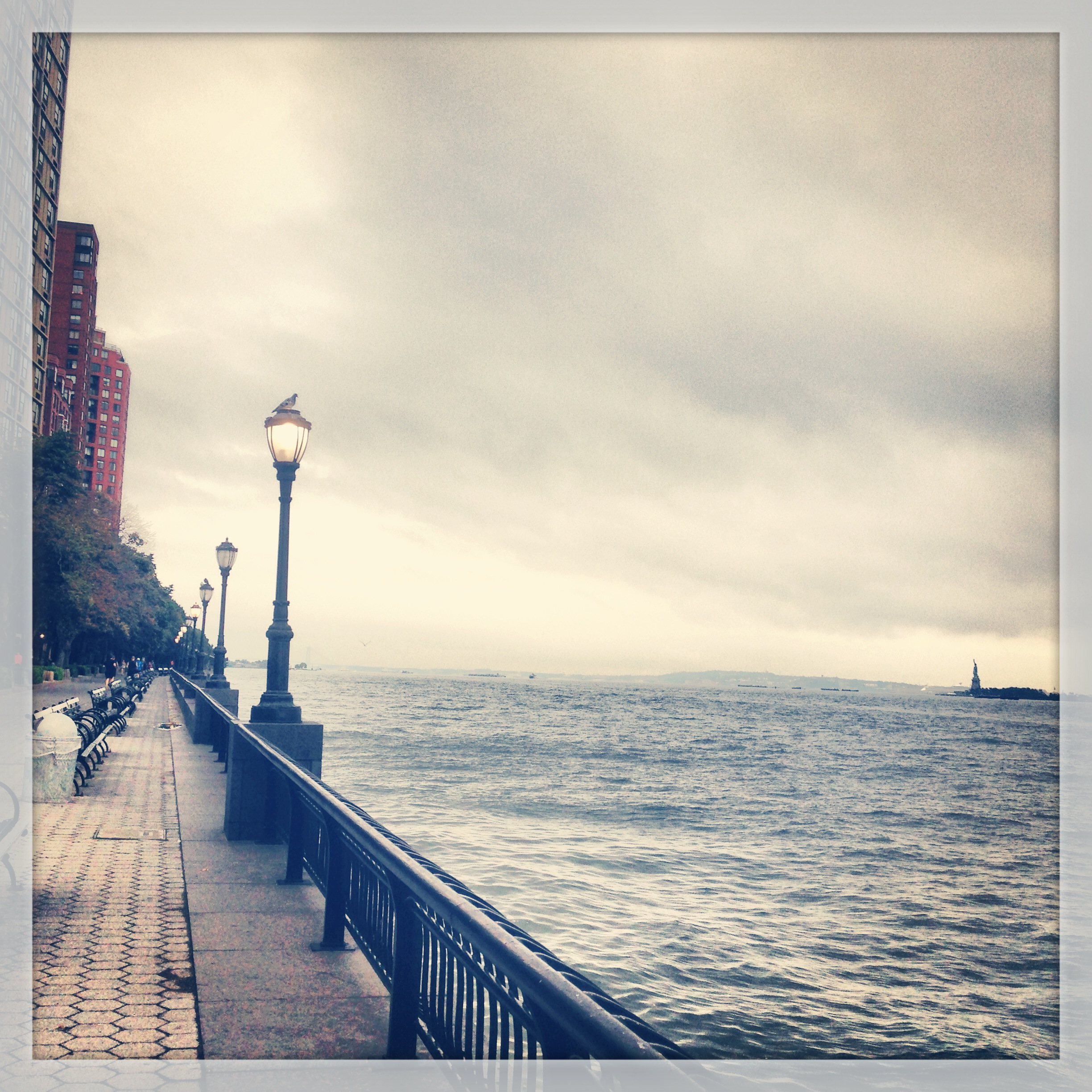 run, running in NYC, run along the Hudson river, travel and run, city running